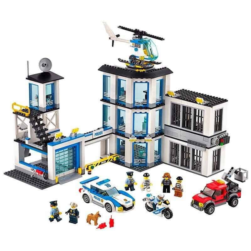 lego police station review, Lego City Police Station 60141 Review