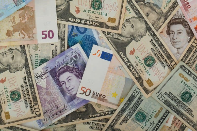 How to Minimise Risk When Transferring Currency